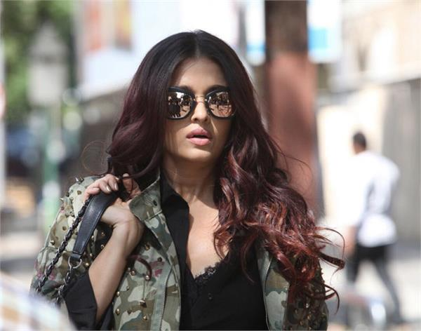 aishwarya rai first look from fanne khan is out she looks uber cool girl