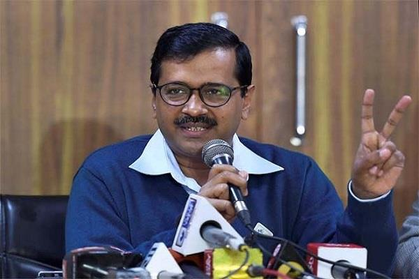 on valentines day kejriwal told a student of du live the hatred with love