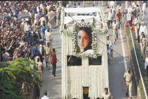 sridevi funeral cm devendra fadnavis state honor