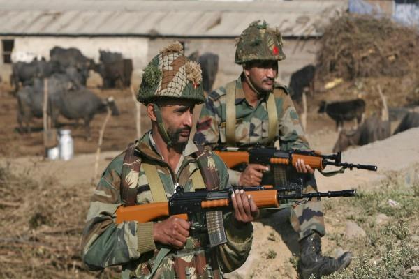 pakistani army warns india