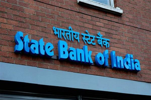 bank officials liable to loot 15 crores in sbi