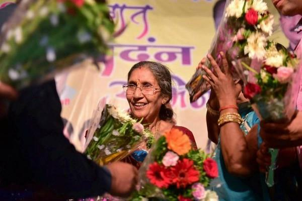 pm wife jashodaben arrived mp no one officer came to met her