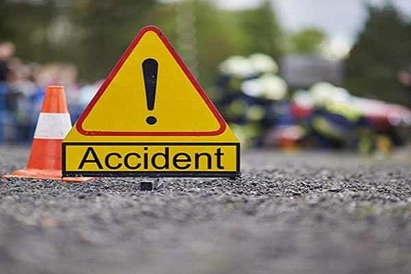 couple injured in road accident