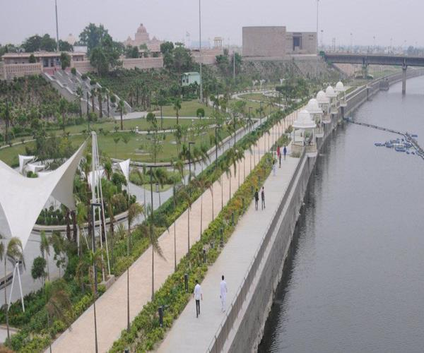 lucknow ed filed case against 8 engineers in river front case