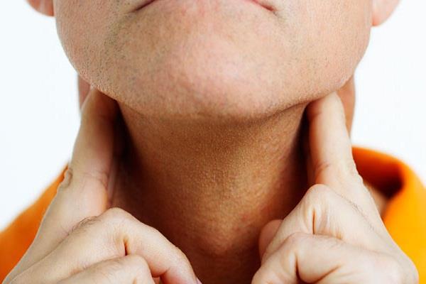 गले के आकार में दिखाई दें ये बदलाव तो हो सकता है लिम्फोमा कैंसर