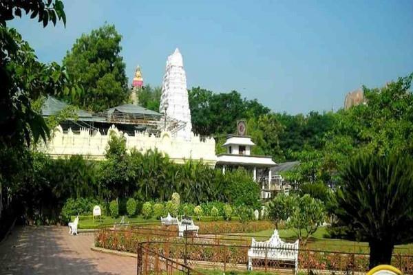 basar saraswat temple where a pillar produces music