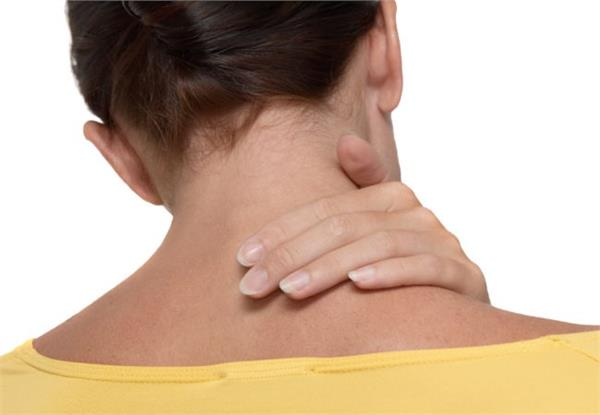 सिर्फ 3 आसान स्टेप से पाएं गर्दन के कालेपन से छुटकारा -  get-only-3-easy-steps-to-get-rid-of-neck-scum - Nari Punjab Kesari