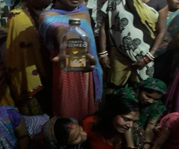 3 people died after drinking poisonous liquor 3 policemen suspended