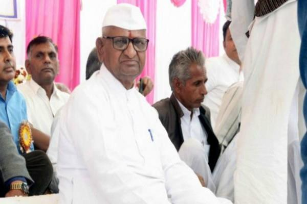 anna hazare s hunger strike continues on the third day