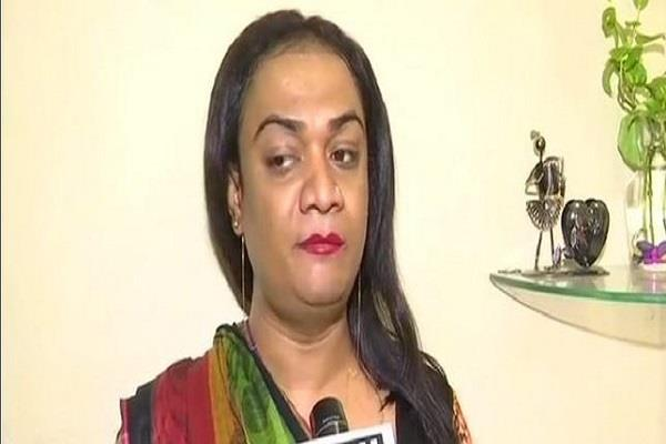 transgender not given entry in shopping mall