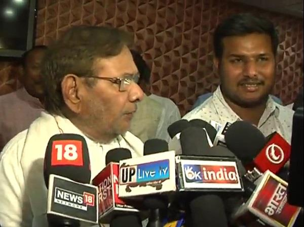 sharad yadav s meeting with akhilesh bjp s attack on bjp