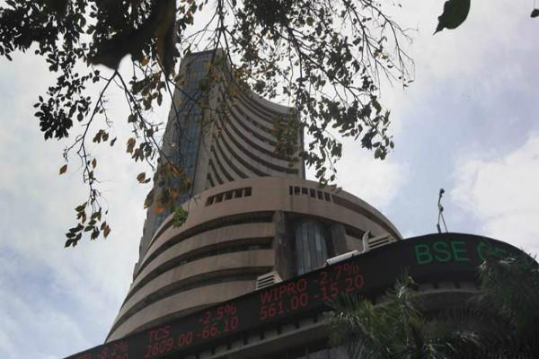 sensex recovers 61 points and nifty closes 10420