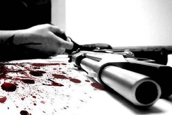 junkie man shot himself dead from illegal pistol death