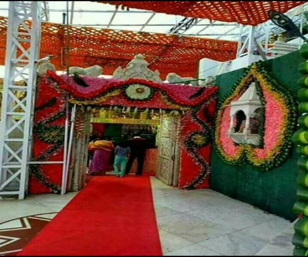 vaishno devi darbaar decorated woth colorful flowers for chaitra navratri