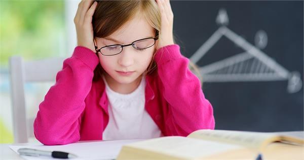 बच्चों की कमजोर होती नजर को ठीक करने के Tips