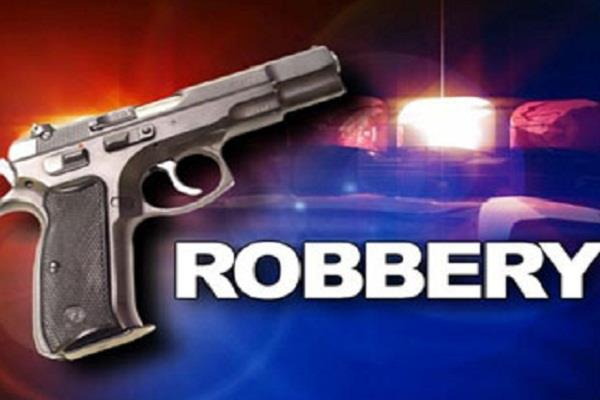 masked robber robbed cash from cashier at gun point