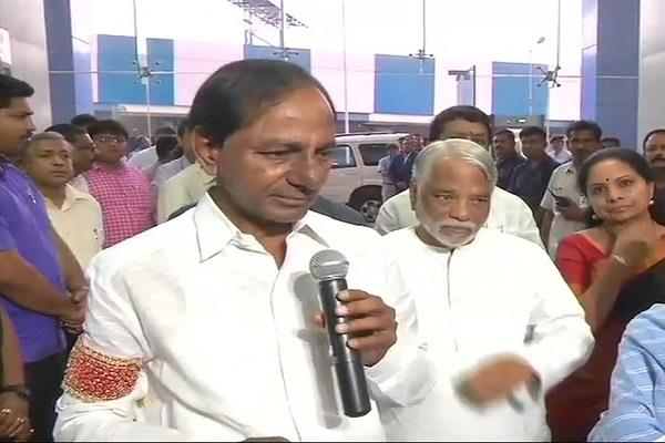 kcr together with mamta announced the third front announcement