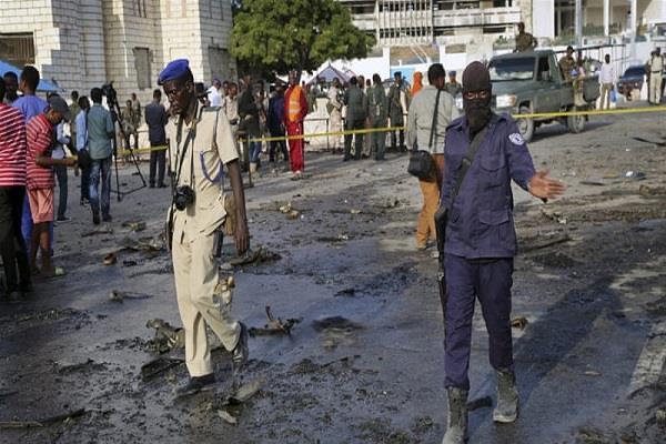 suicide car bomb blast near somalia parliament