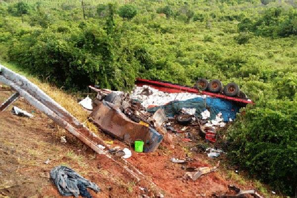 tanzania 26 people killed in collision between truck and mini bus