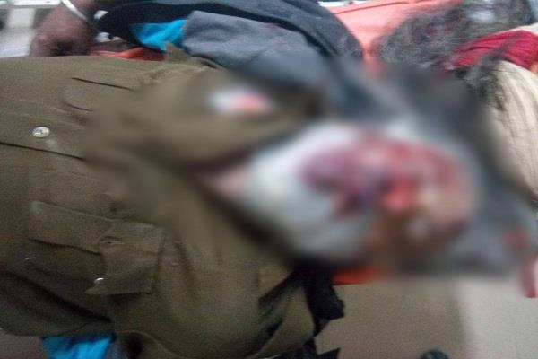 2 police workers die in road accident