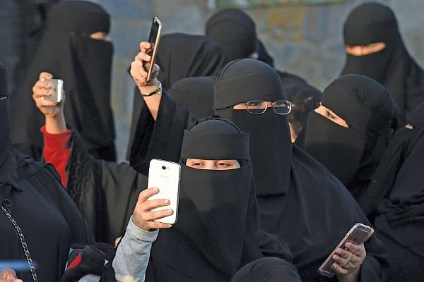 husband and wife in saudi arabia will have to pay for each other s phone spy