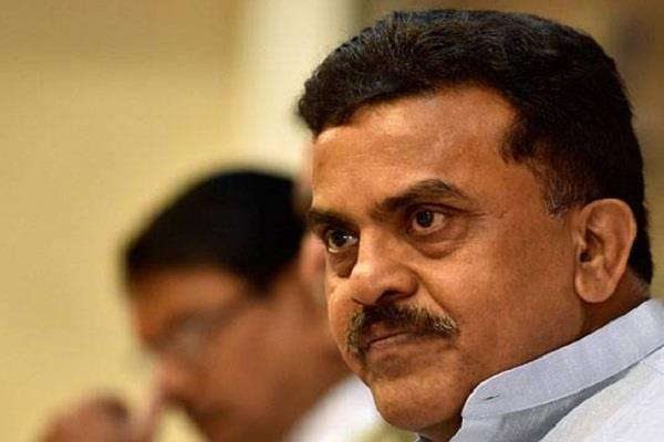 reliance group sent sanjay nirupam to defamation notice
