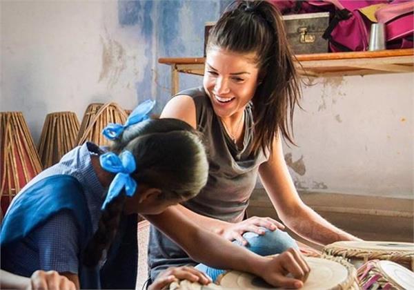 canadian actress marie avgeropoulos visits braj in uttar pradesh
