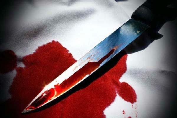 delhi man knocked 22 times with knife