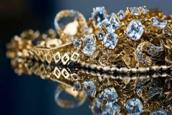 millions of jewelery cash and documents recovered in the income tax raids
