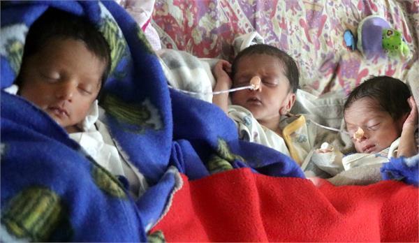 women gave birth to 3 children together