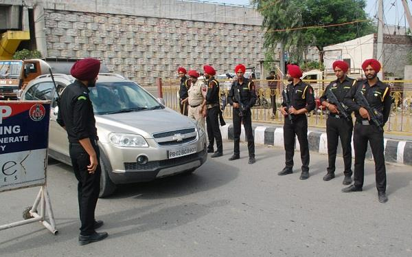 high alert in amritsar with infighting in pakistan from pathankot