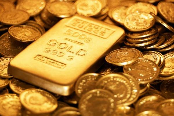 india gold imports fall 40 percent in march