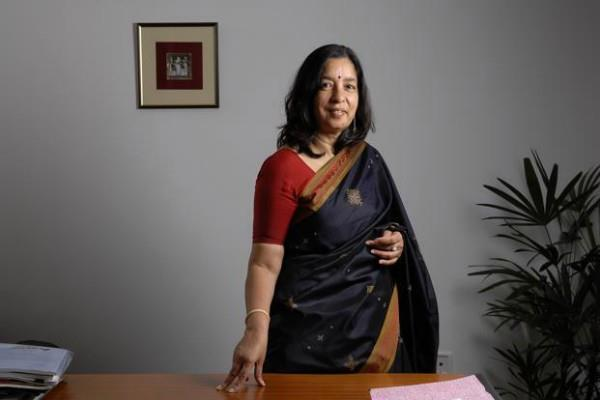 ceo shikha sharma leave axis bank reduction of the term