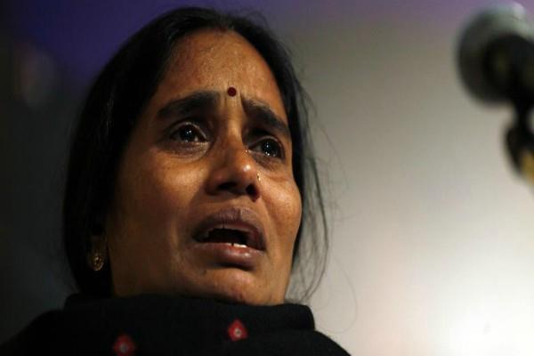 the rapists should be hanged nirbhaya mother