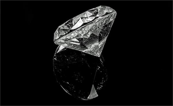 scientists find way to bend stretch diamond