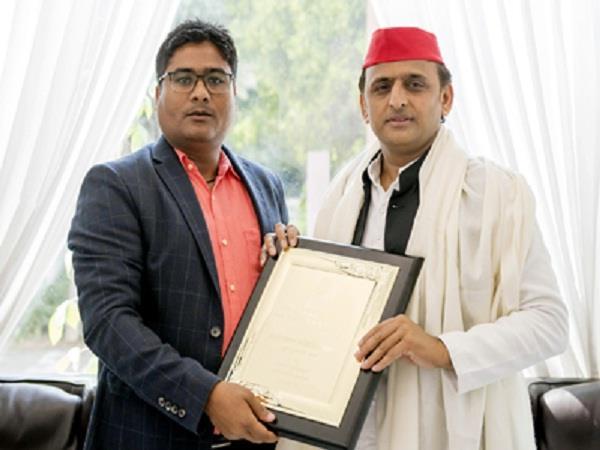 majrooh sultanpuri grandson jigar meets akhilesh