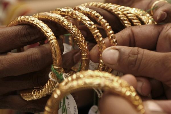 global cues led to the fall of gold