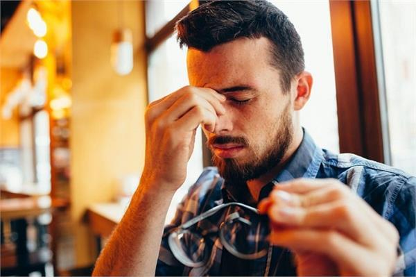 आंखों की कम होती रोशनी बढ़ाने के लिए क्या करें