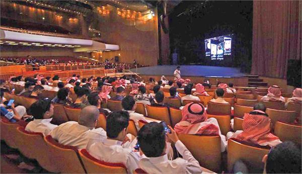 saudi arabia to open first public cinema in 35 years