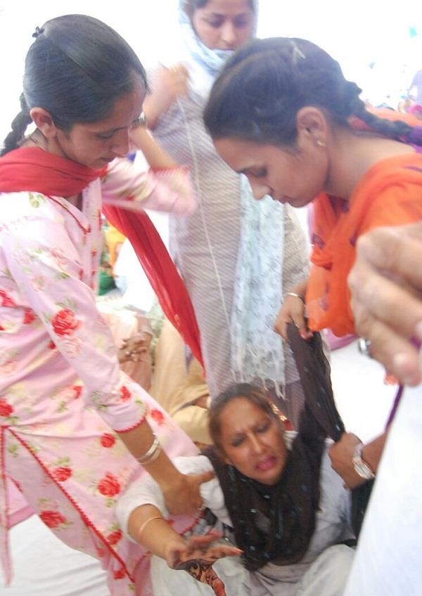 widow screamed seeking justice from harsimrat badal