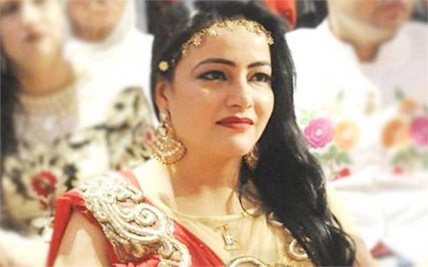 honeypreet wears designer cloth in jail