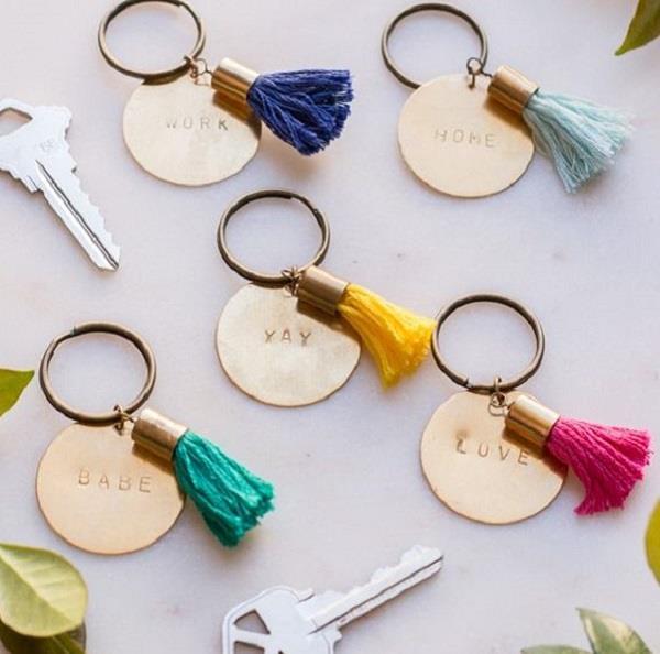 क्रिएटिव आइडियाज से इस तरह बनाएं Keychain