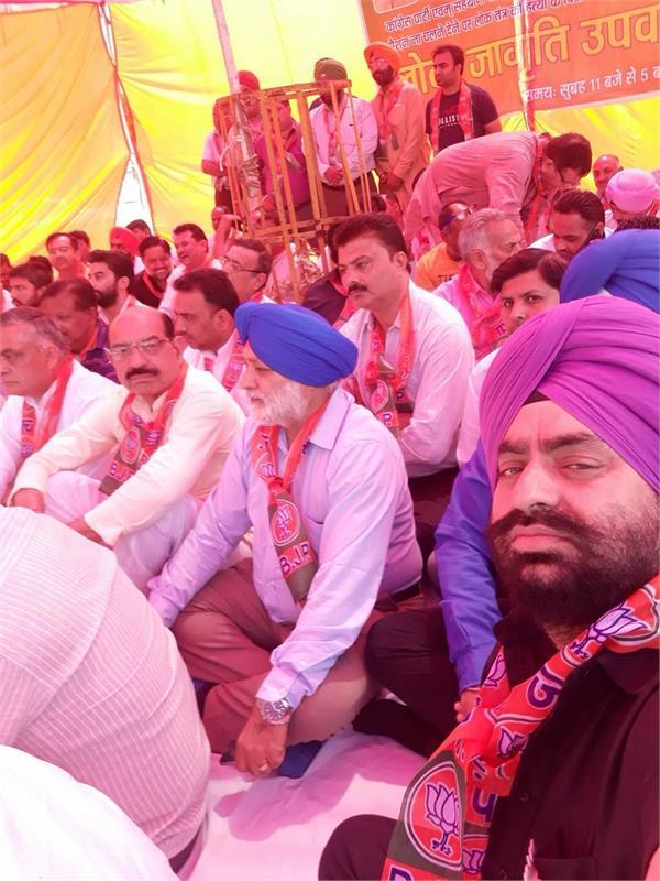 bjp protest against parliament disruption