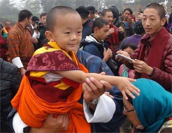 3 year old prince of bhutan is reincarnated recalls he was a professor