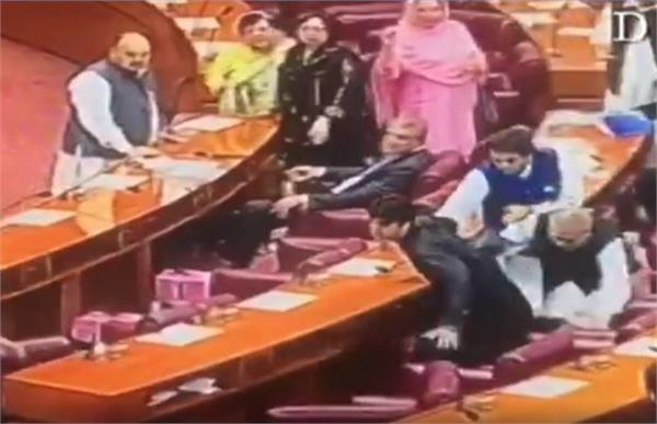 pakistan mps sitting during budget session see video