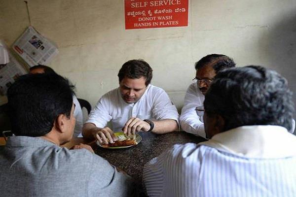 rahul gandhi eat doas in karnataka