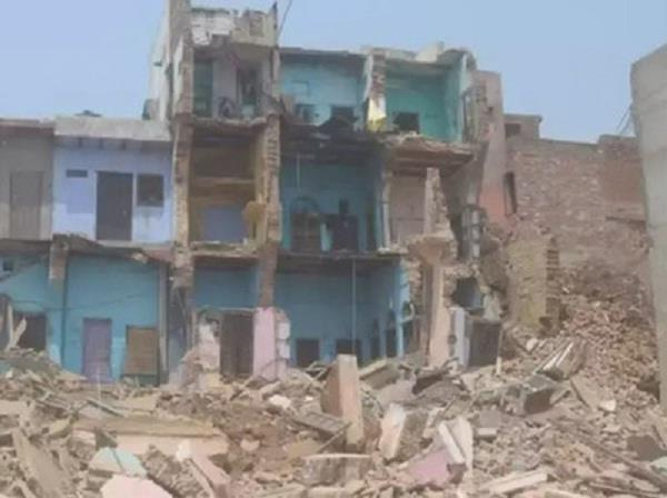 3 storeyed building collapsed by rats