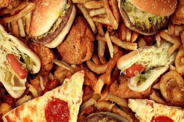 junk food advertisements should not be shown on newspaper tv