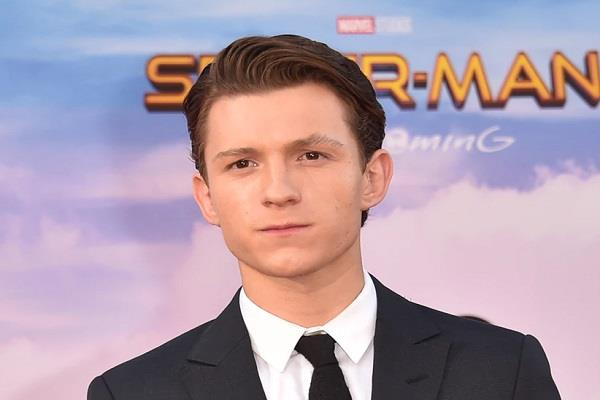 tom holland says experience of working in movie is unique