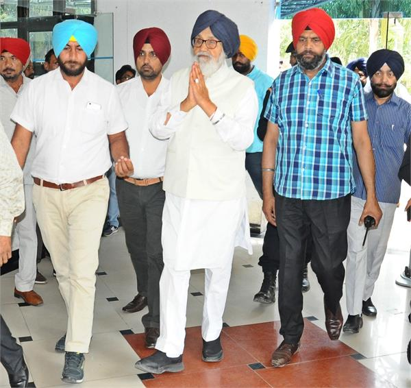 sidhu should to given resigns in roadrase case badal